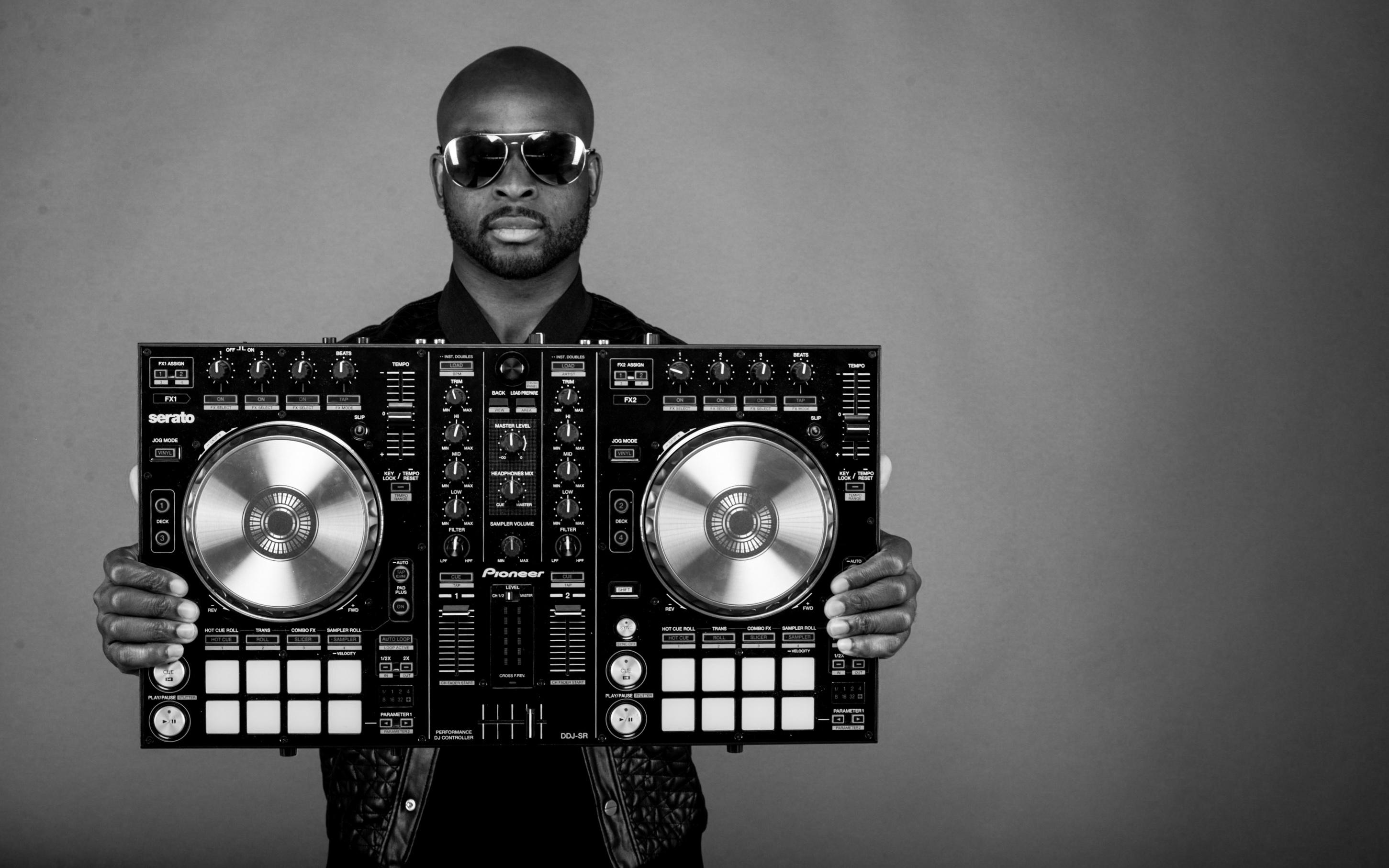 DJ AYO OYERINE